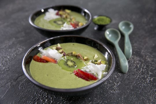 dani-valent-cooking-matcha-smoothie-bowl3